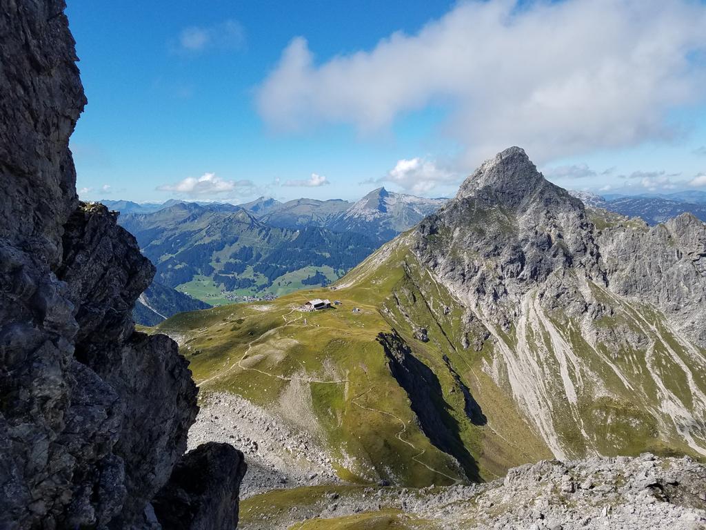 04-Blick runter zur Fiderepasshütte