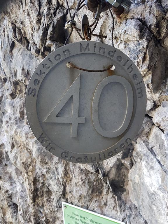 13-DAV-Plakette am Ende des Mindelheimer Klettersteigs