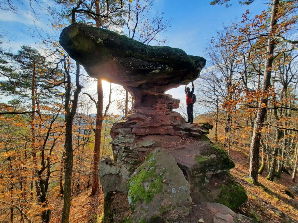 Der Wackelstein auf dem Höhenweg